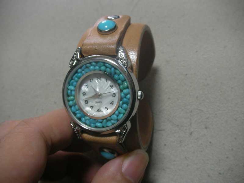 革バングルの腕時計